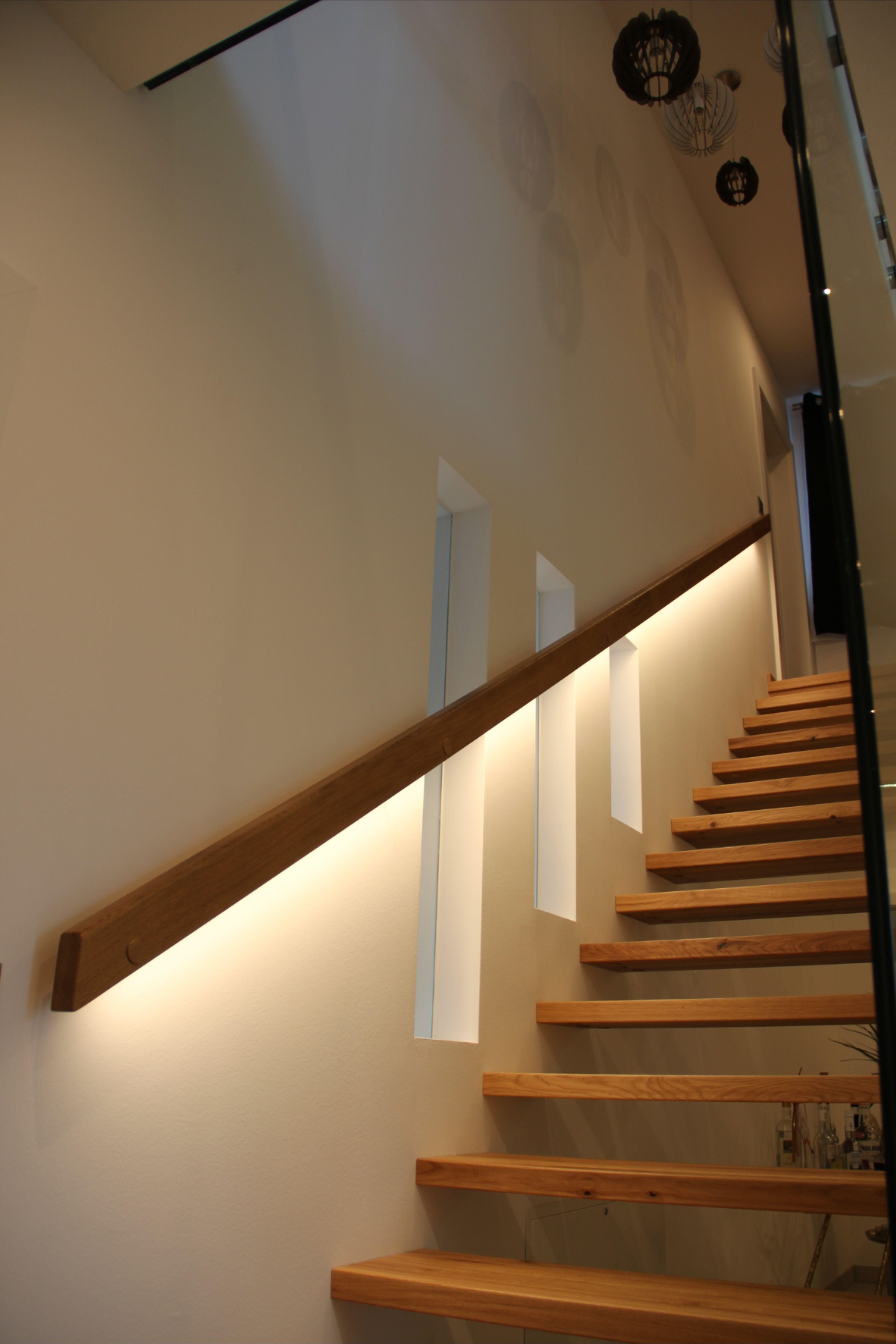 Beleuchtung Furs Treppenhaus In 2020 Treppenhaus Beleuchtung Treppenbeleuchtung Handlauf Treppe