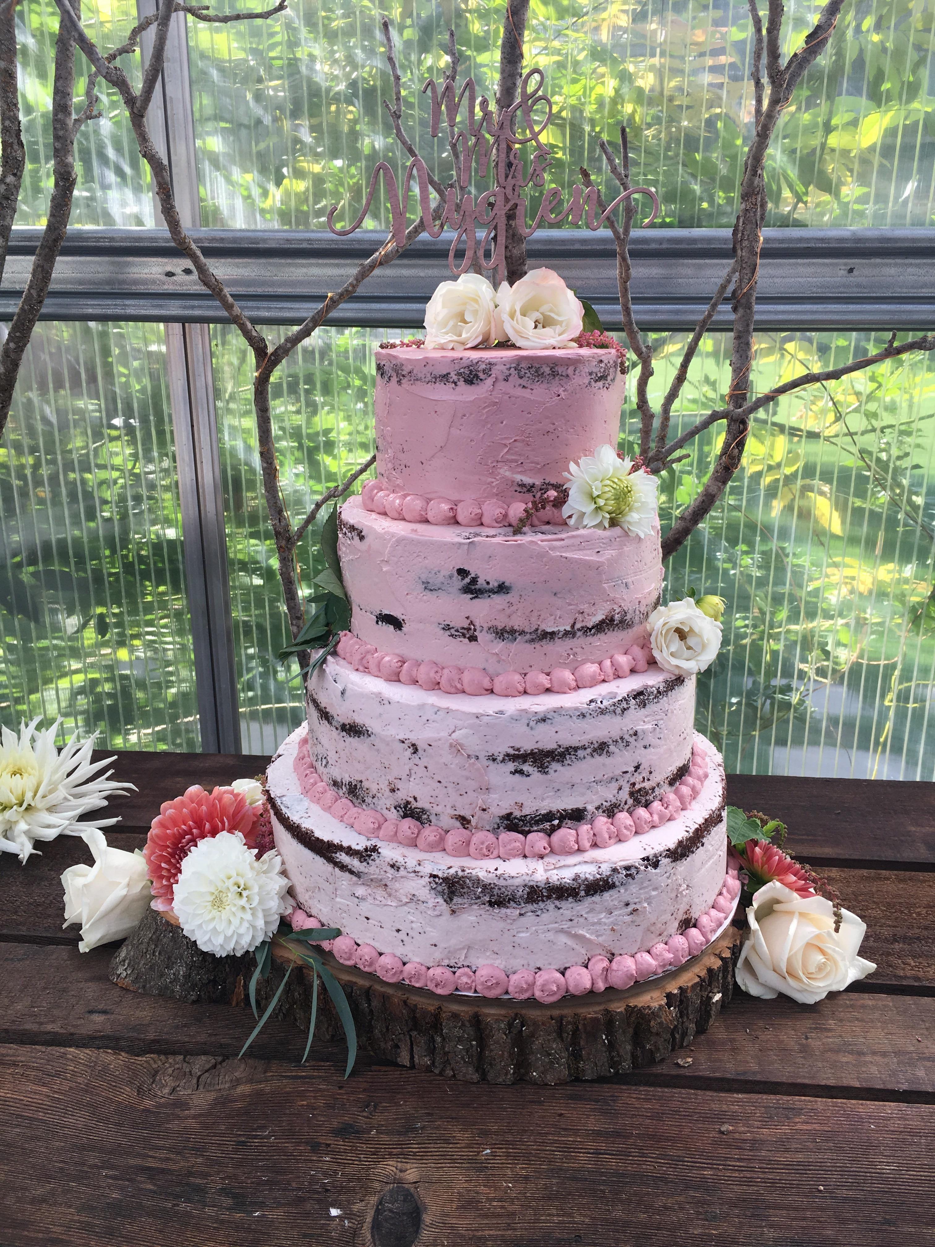 [Homemade] I made my sisters wedding cake (Half Naked