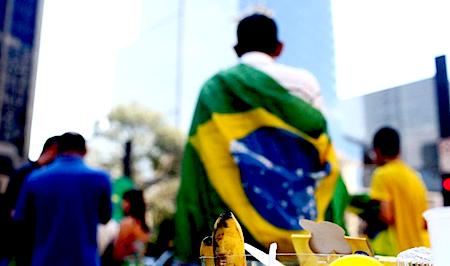 BLOG DO ALUIZIO AMORIM: MANIFESTANTES ANTI-PT VOLTAM A ACAMPAR NA AV. PAUL...   http://w500.blogspot.com.br/