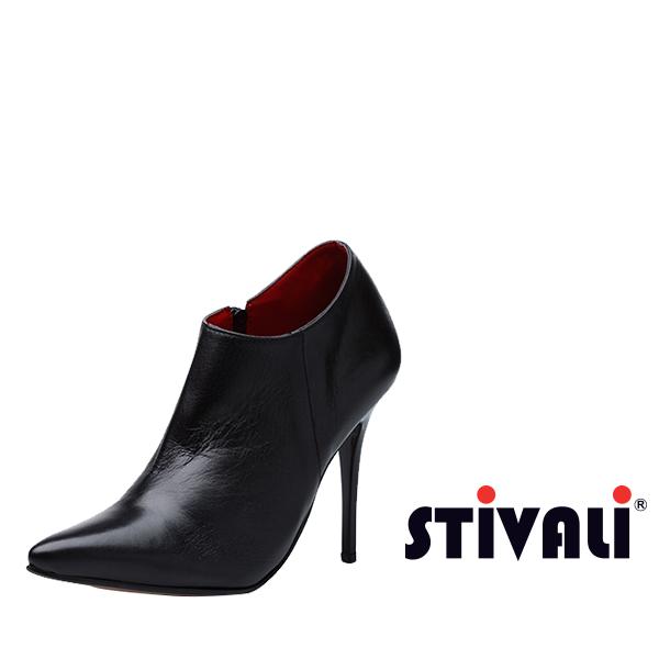 ¡Botines Dior! Cúbrete del frio mientras estás siempre trendy con estos botines tobilleros, elaborados en cuero Napa negro. http://www.elretirobogota.com/esp/?dt_portfolio=stivali