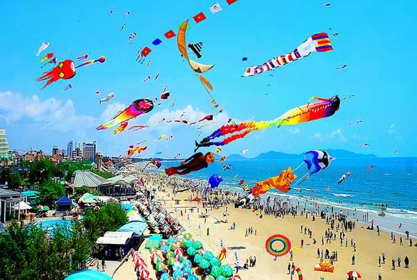International Kite Festival in Vung Tau -  Only 120 kilometers from Saigon, Vung Tau has long become a familiar tourist destination to many people since it owns beautiful beaches and mountains. Vung Tau even has more to offer. One of the most compelling reasons why you should book a flight ticket to Vung Tau is the International Kite Festival held once a year (often fall from March to May) in this land.  #VietnamFestivals -  #Festivalsandceremonies, #VietnameseCulture