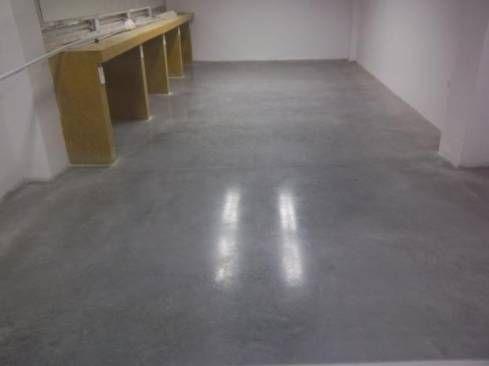 Los pisos de cemento pulido tan comunes en lugares de - Pared cemento pulido ...