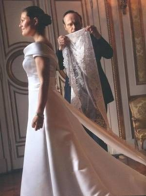 The Wedding Dress Crown Princess Victoria Of Sweden With Images Royal Wedding Gowns Crown Princess Victoria Princess Victoria Of Sweden