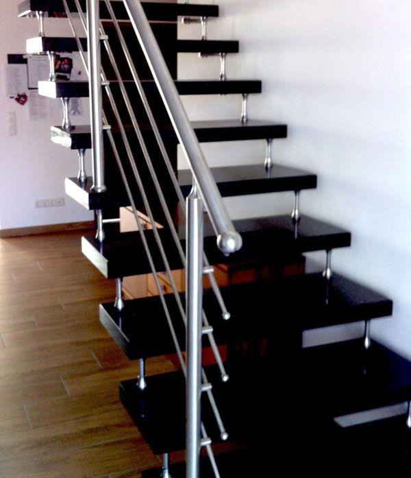 Freitragende treppe granit bolzentreppe mit edelstahlgeländer ...