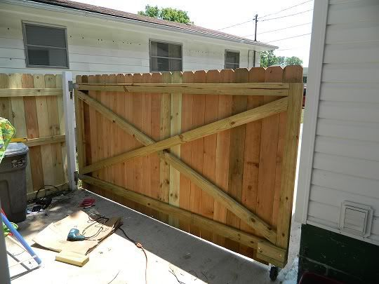 Hello All I Just Built A 9 1 2 Ft Wood Gate Across My Driveway I Need Some Tips To Prevent The Top From Saggi Wood Gate Wood Gates Driveway Driveway Gate Diy