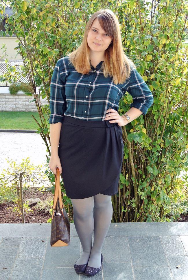 Thelongleggedstyleblogger: The Tights And Hosiery Blog: Deriving