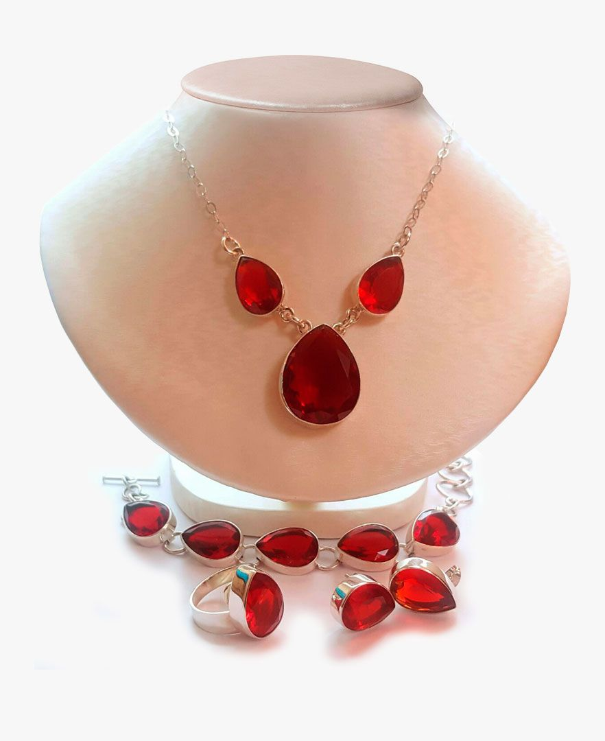 4f0337d1d977 Juego de plata con cristales rojos en forma de gota. Incluye ...