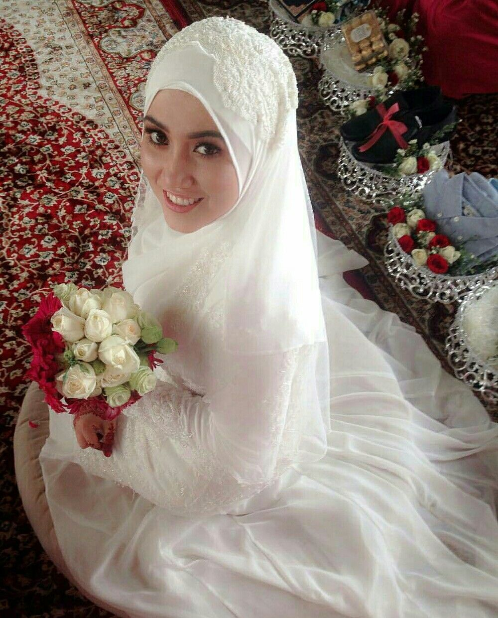 Sweet bride white wedding weddinggaloresdnbhd hijab for Wedding dresses for muslim brides