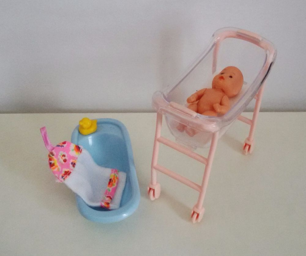 Barbie Baby Set Bett Badewanne New Born Bettchen Zubehor Plastic