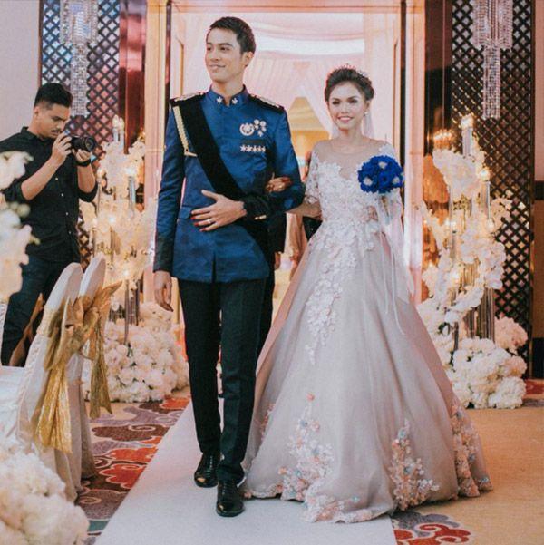 Singapore Singer Actor Aliff Aziz And Dayang Ara Nabellah Awang Astillah Wedding At Top Glove Tower