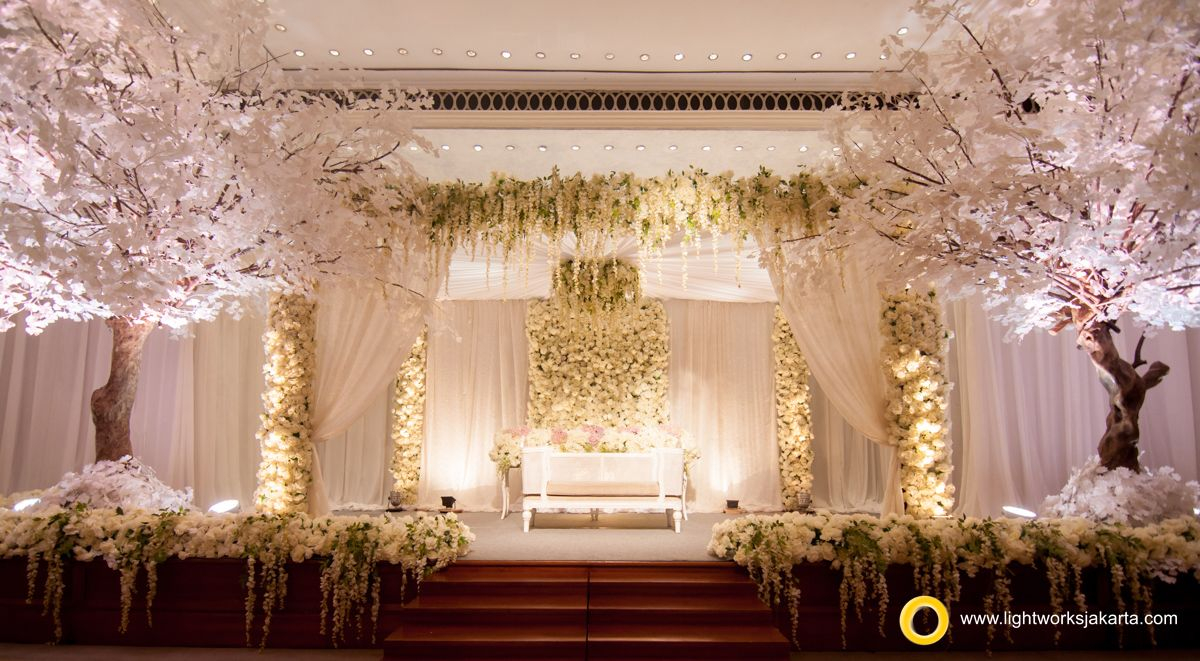 Rustic wedding stage decoration favorite wedding party for Wedding hall decoration photos