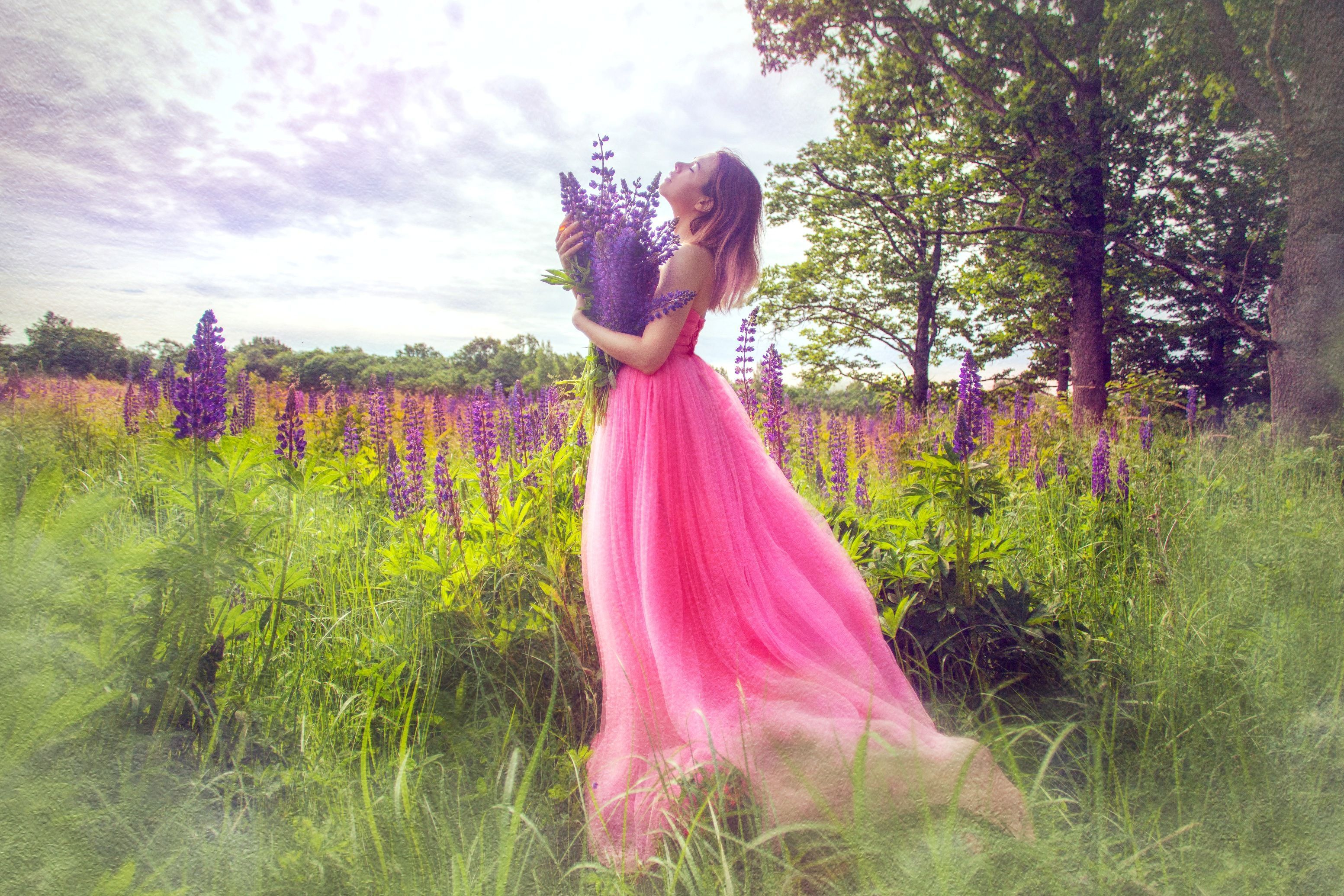 Красивые девушки в розовом платье, девчонки фото топлесс