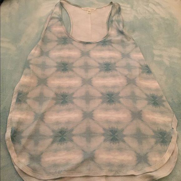 Victoria secret cutout tank top Used 1x the way it fits is that the sides have slits & the front & back are long it's great with there leggings because it shows off the cute legging design Victoria's Secret Tops Tank Tops