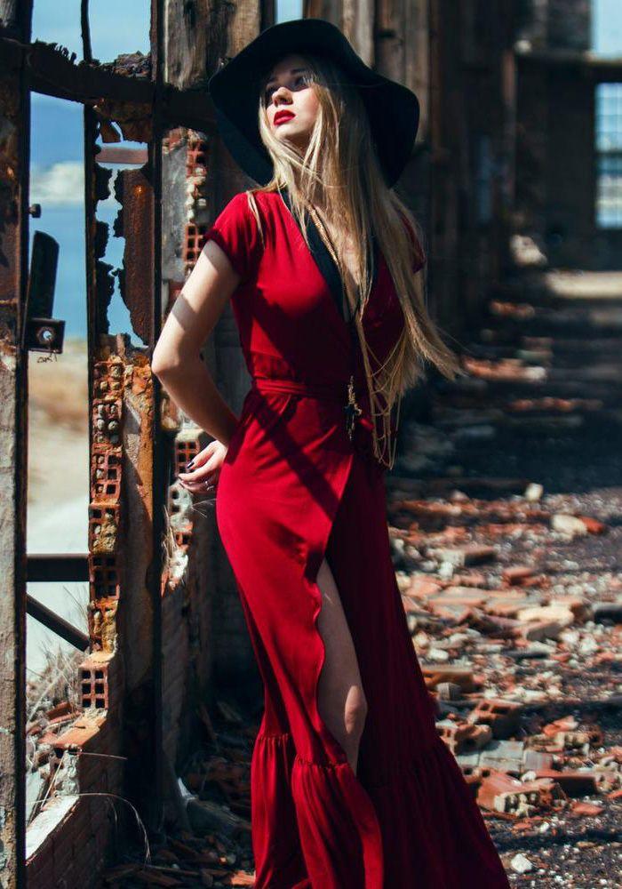 58ff874b0b0e Φόρεμα με κοντό μανίκι κρουαζέ. Το φόρεμα είναι maxi με βολάν κάτω. Στη  μέση δένει με ενσωματωμένη ζώνη. Μπορεί να φορεθεί όλες τις ώρες και  συνδυάζεται με ...
