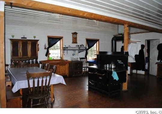 Look inside a swartzentruber amish home 12 photos all for Amish house builders