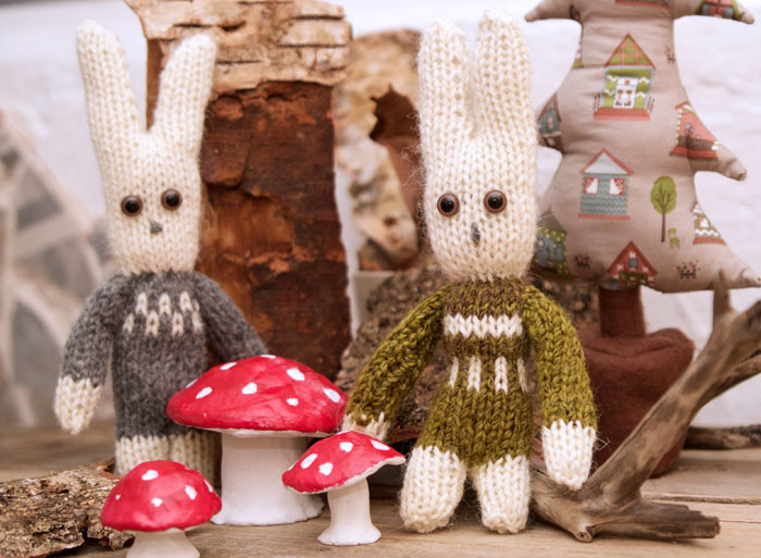 Knitted Bunny Pattern in 2020   Knitted bunnies, Free ...