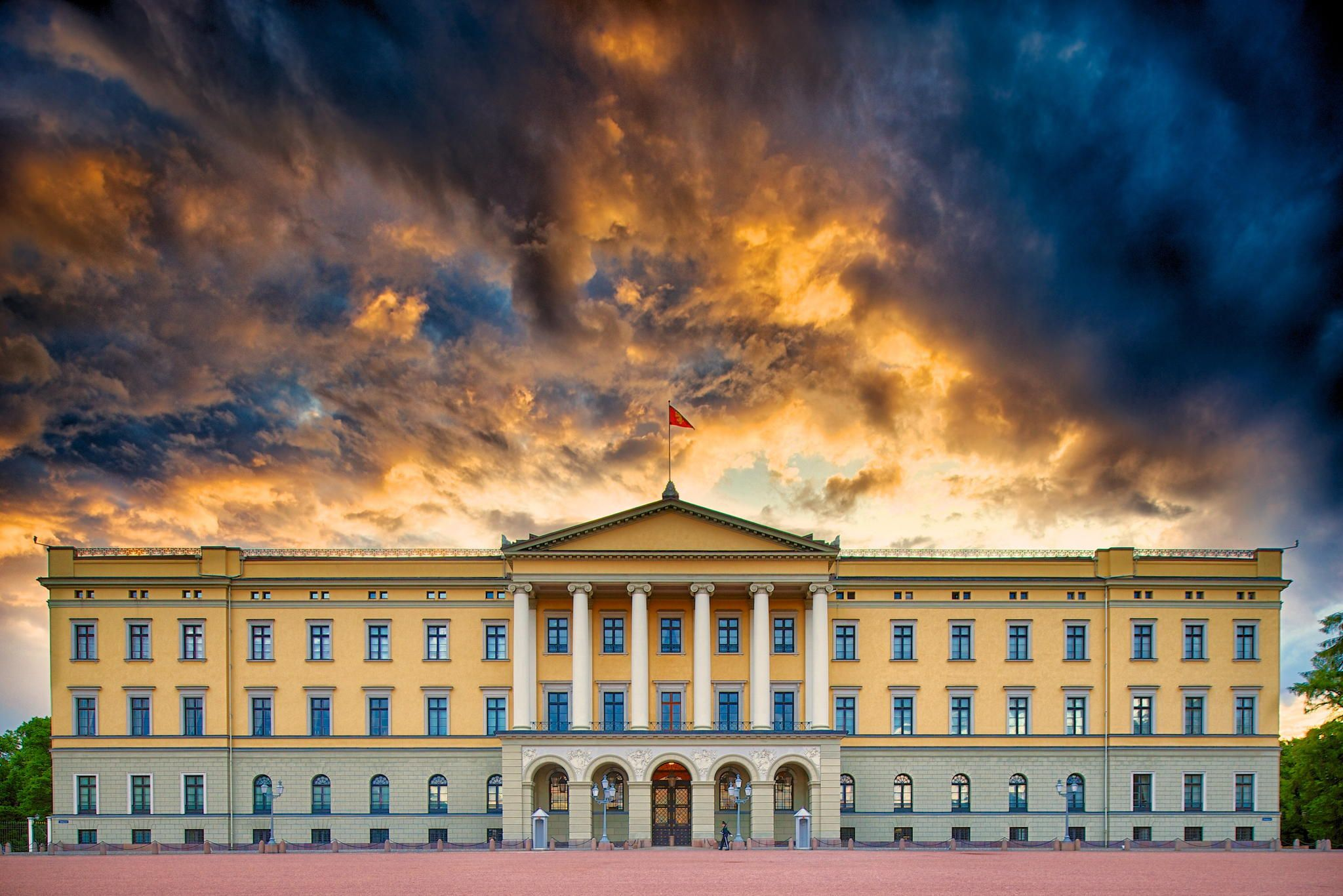 Norway's Royal Palace in Oslo by Josh Whitman on 500px