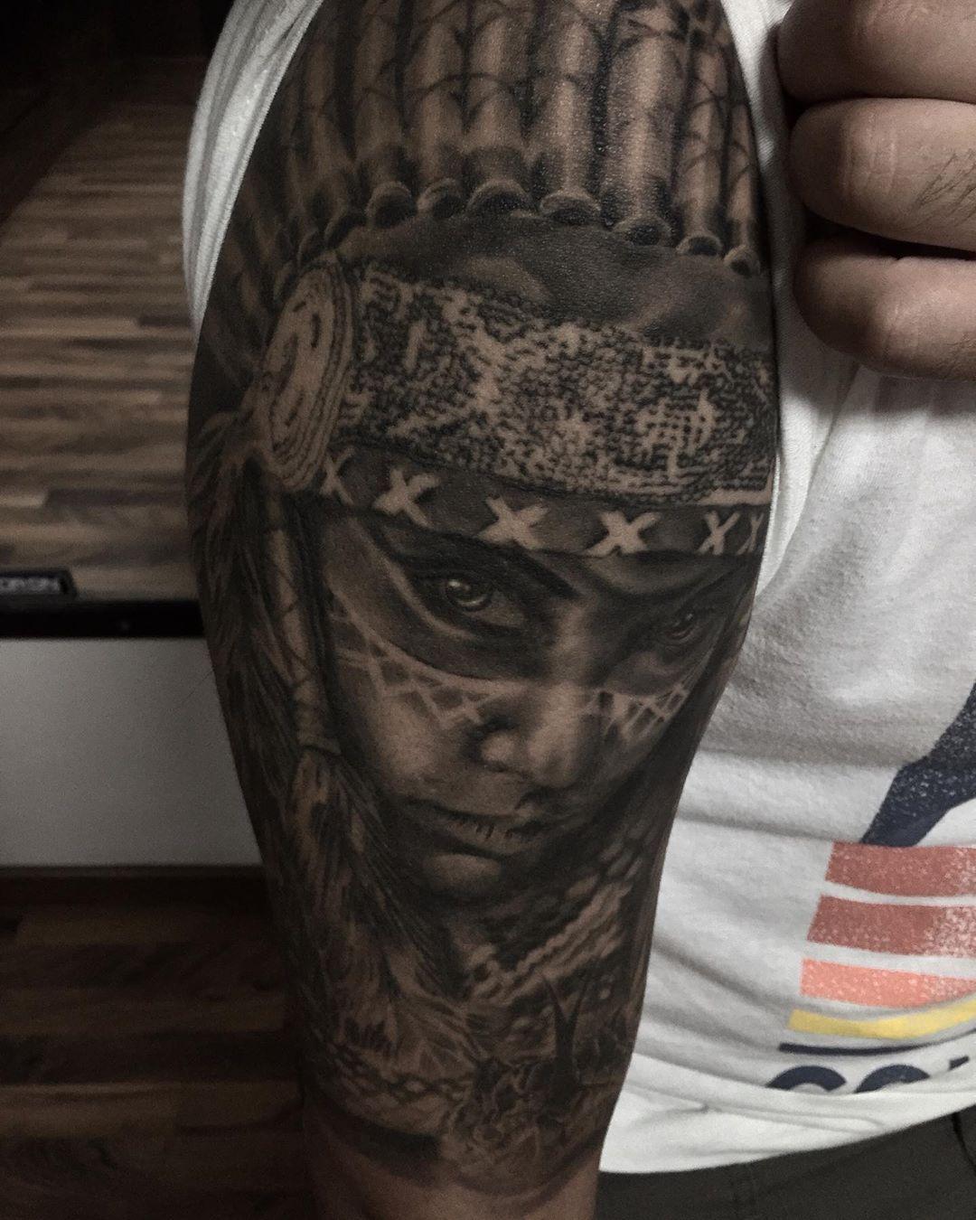 Pieza cicatrizada hecha hace más de un año  #tattoostyle #tattoosleeve #blackandgreyink #tattoosofinstagram #blackandgreyrealism #blackandgreytattooartist #blackandgreyartist
