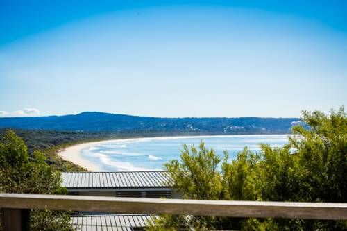 The Love Shack Pambula Located in Pambula in the New South Wales Region, this detached holiday home features a balcony and a garden with a sun terrace. The property features views of the sea and is 6 km from Merimbula. Free private parking is available on site.
