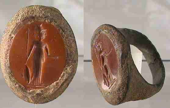 EdgarLOwen.com ANCIENT ROMAN ART 7745. ROMAN BRONZE RING, with a gem stone showing Minerva standing to right, holding a spear and a shield at feet. A large ring, with also a large gemstone. Diameter is 2.2 cm. Untouched condition. Intact.