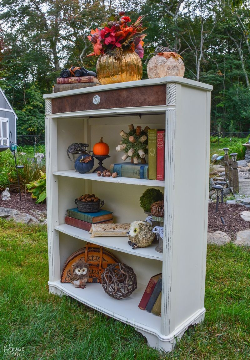 Castaway Bookcase Makeover - The Navage Patch