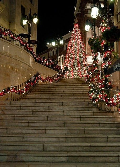 Christmas in Beverly HIlls Rodeo Drive - Christmas In Beverly Hills Christmas: Wreaths & Outdoor Decor