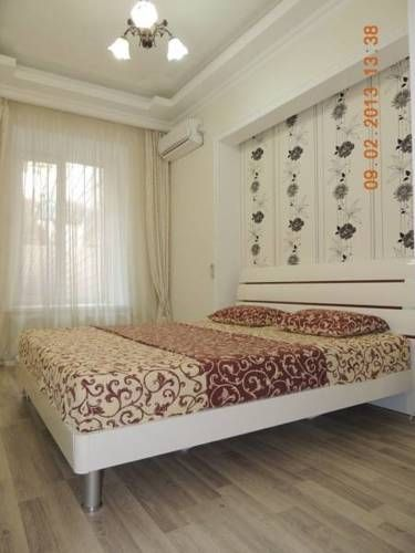 Aleksandrovskiy apartments Odessa Featuring air conditioning, Aleksandrovskiy apartments offers accommodation in Odessa. Deribasovskaya Street is 400 metres away. Free WiFi is provided throughout the property.  Bed linen is available.