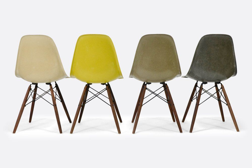 Design Stoelen Sale.Herman Miller Eames Fiberglass Side Chairs For Sale In A Set Of 4