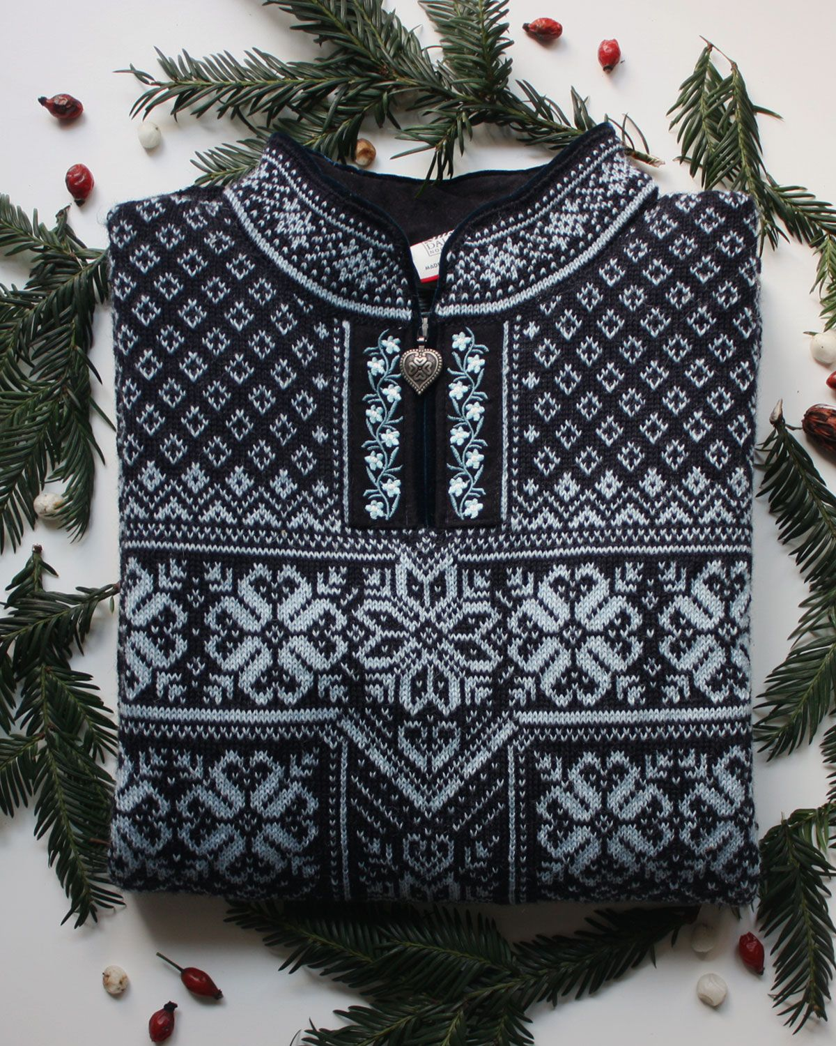 Shop warm Christmas gifts made of 100% wool for the ones you