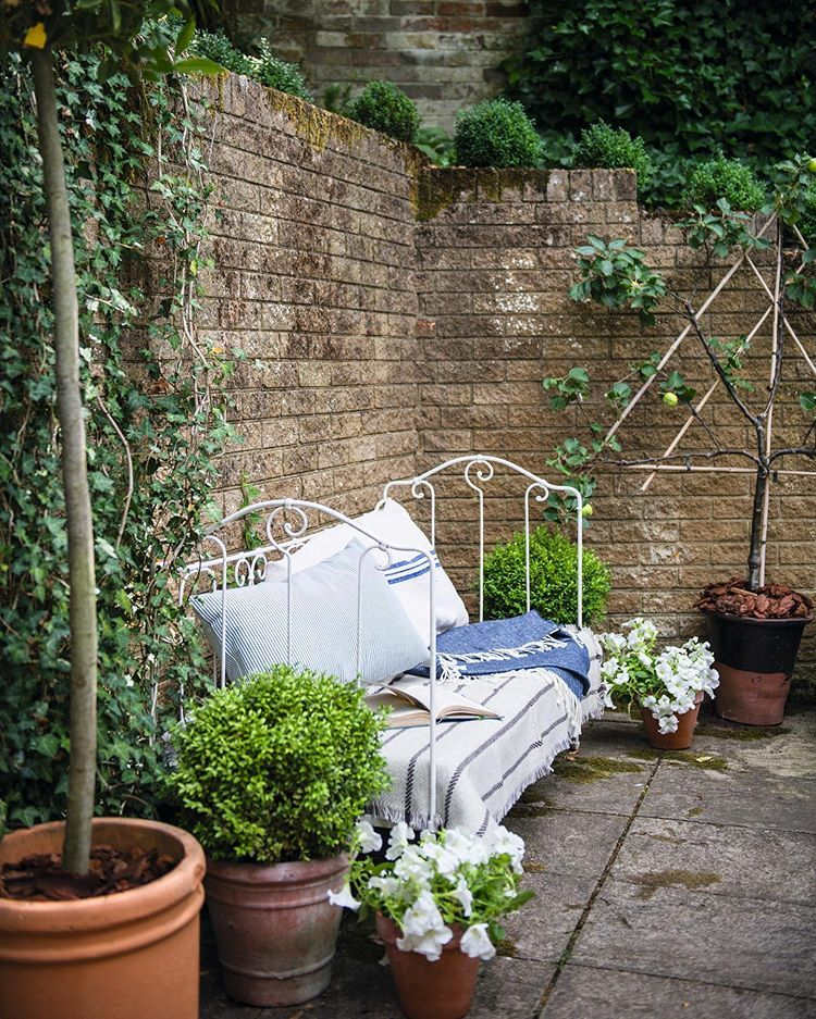 17 Lively Shabby Chic Garden Designs That Will Relax And: We're In Love With This Quirky Cottage Bathroom, The