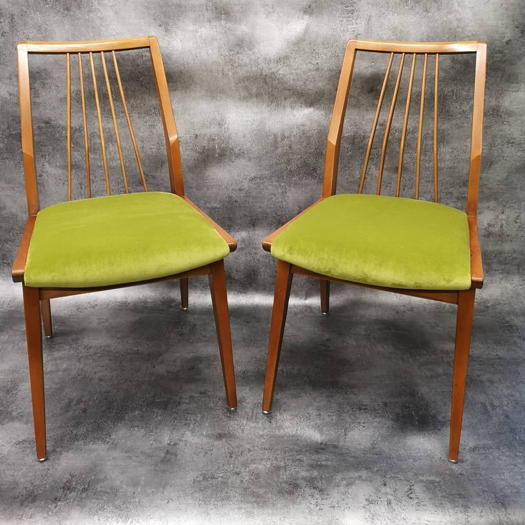 Die Stuhle Passend Zum Sofa Im Grunen Velour Sofa Stuhle Polsterei