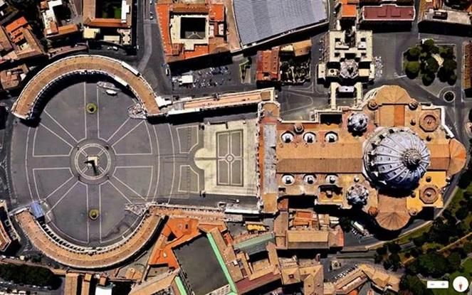 """, se decide alargar (tal cual) el brazo de acceso del edificio de Michelangelo para crear la """"nave"""""""