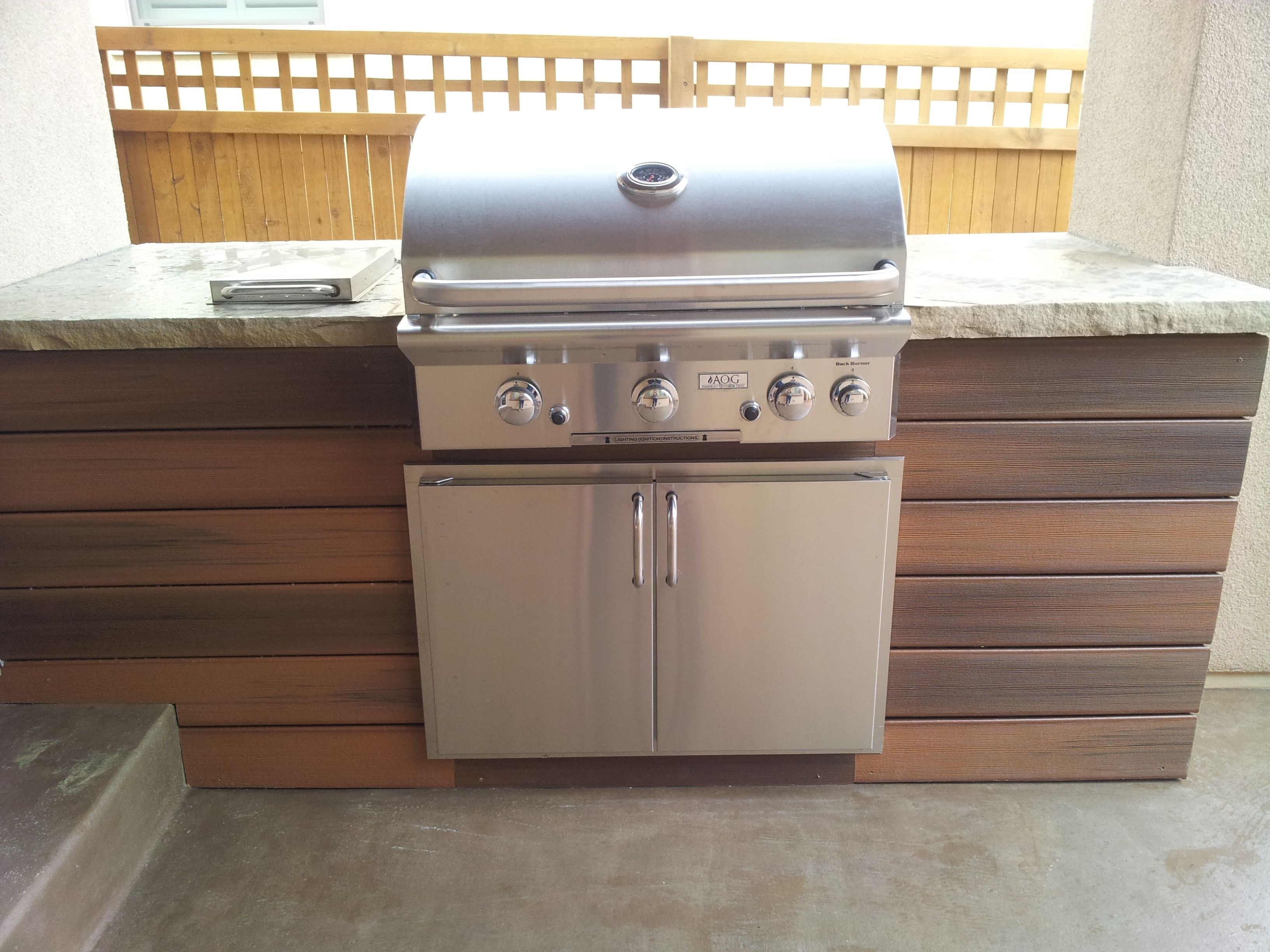 Composite Wood With Buff Flagstone Countertop Outdoor Kitchen Countertops Outdoor Kitchen Outdoor Kitchen Design