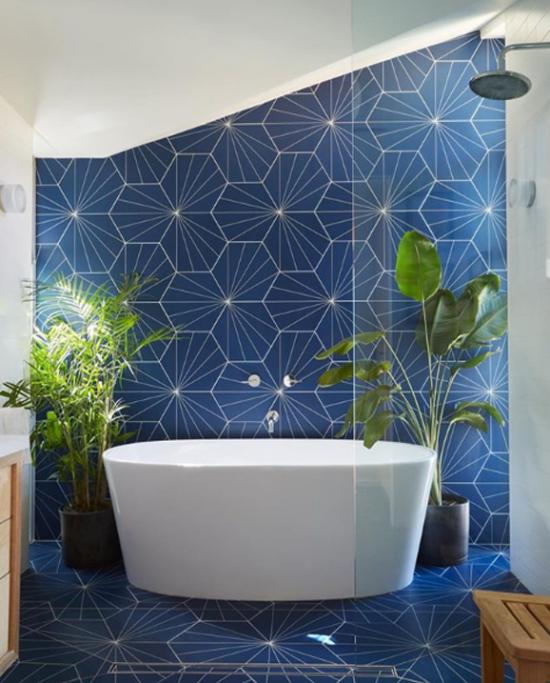 Pflanzen Furs Bad Verwandeln Es In Eine Grune Oase Home Interior Design Modern Shower Angled Ceilings