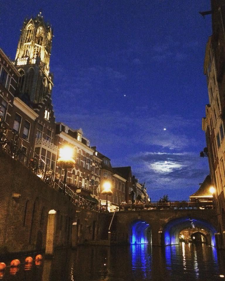 7ef9b605dab Sprookjesachtig mooi: dit zijn jullie Utrecht by night foto's - Pagina 10  van 13 -