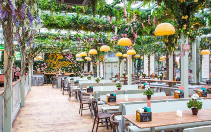 The Prince Le Plus Grand Jardin Pub Restaurant De Londres Lepetitjournal Com Grand Jardin Pergola Pergola Bois