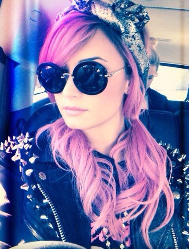 Demi Lovato! love the hair
