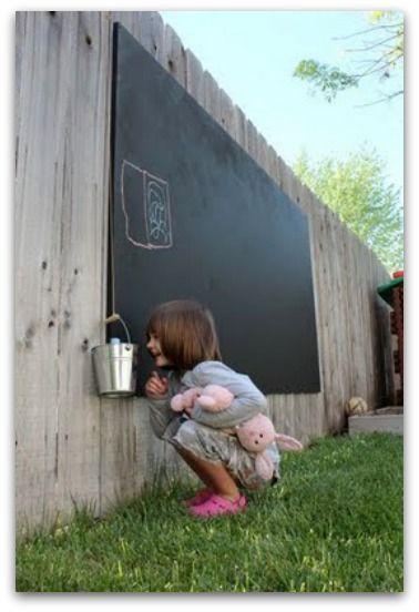 DIY Outdoor Chalkboard | Miniknirps | Pinterest | Juegos de jardín ...