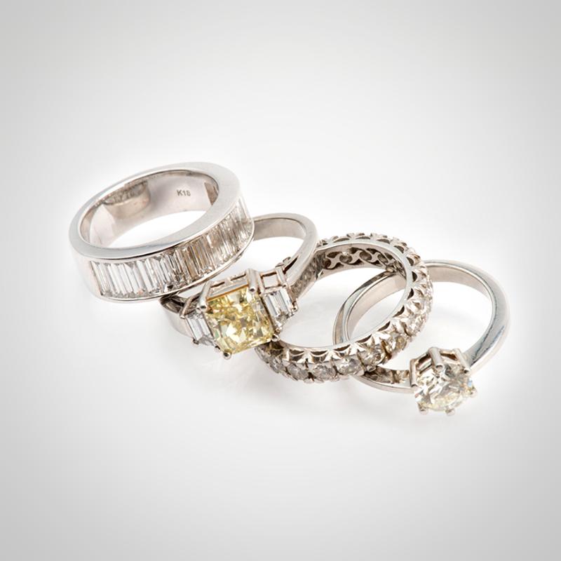 Anillos de platino y oro blanco 18k con diamantes