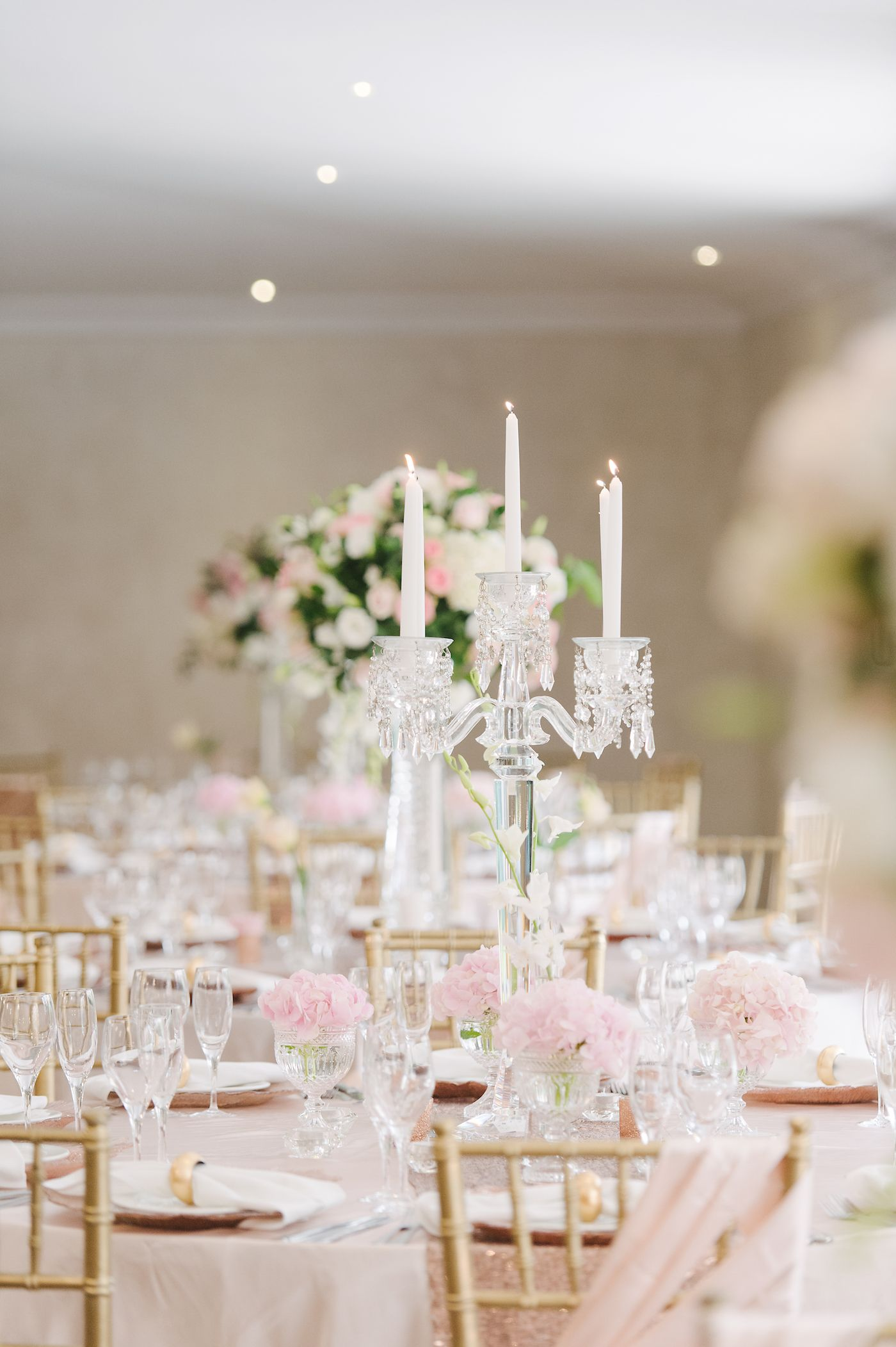 romantic and lush white and blush pink flower centerpieces using rh pinterest com Centerpieces Blush Pink Flower On Navy Linen Gold Flower Centerpieces