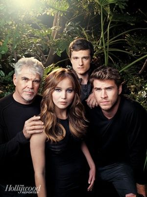 'Hunger Games' cast portrait with Director Gary Ross