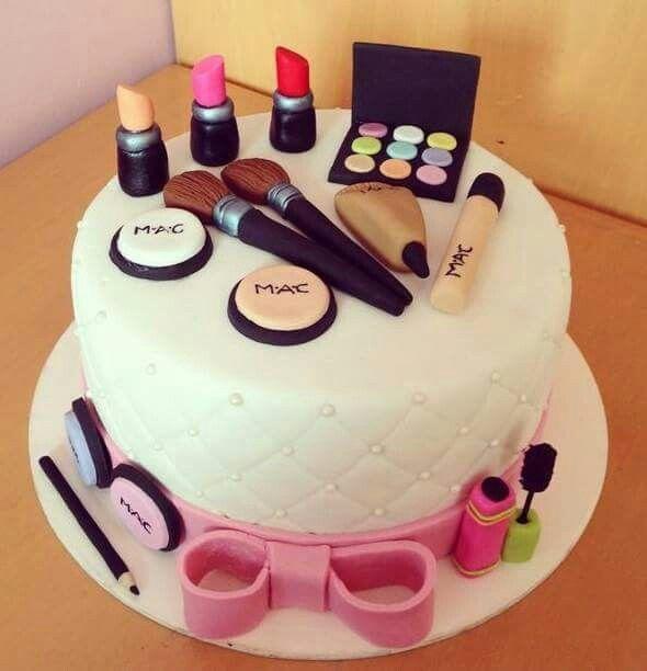 Chanel torte mit schminke