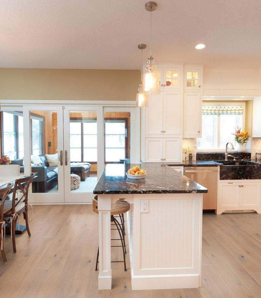 Küche mit Landhausdielen von Woodline Parquetry – Weiße ...