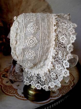 linge ancien lin drap nappe monogramme brode dessus lit dentelle bapteme bonnet