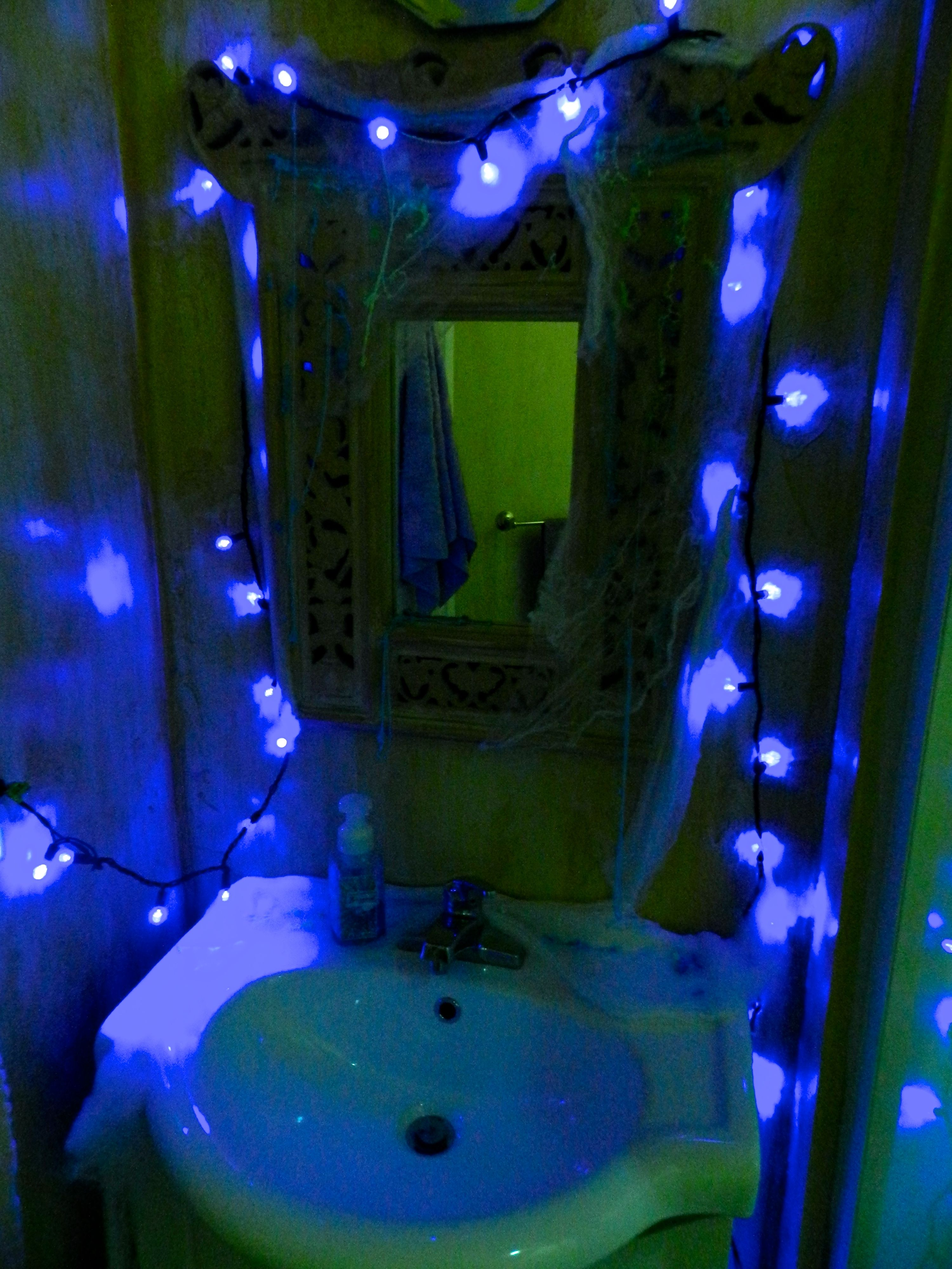 I Threw A Stranger Things Halloween Party And It Was Amazing Stranger Things Halloween Stranger Things Halloween Party Stranger Things Party Stranger things bathroom decor