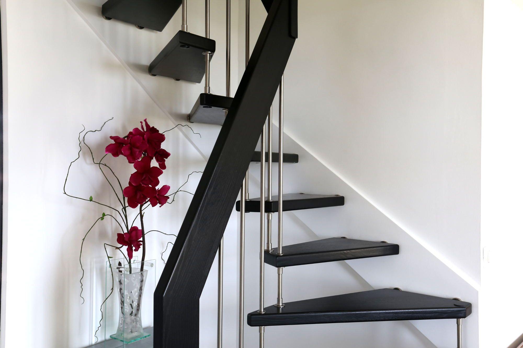 Passion Bois dedans escalier en bois teinté noir ! plus d'informations sur : escaliers
