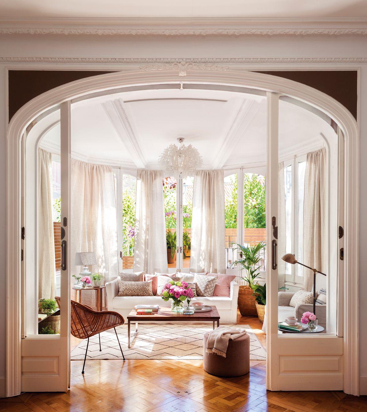 Rodeado por las vistas en 2019  Salones modernos y acogedores  Muebles Casas y Salones