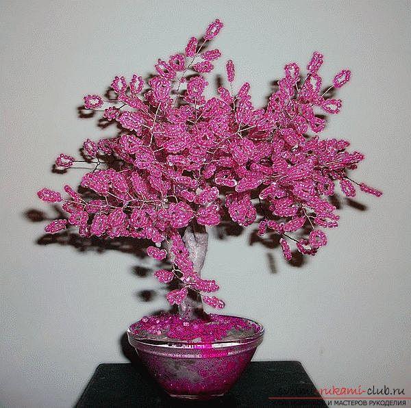 Разнообразные деревья из бисера, сделанные своими руками. Фото сувенирных поделок.. Фото №1