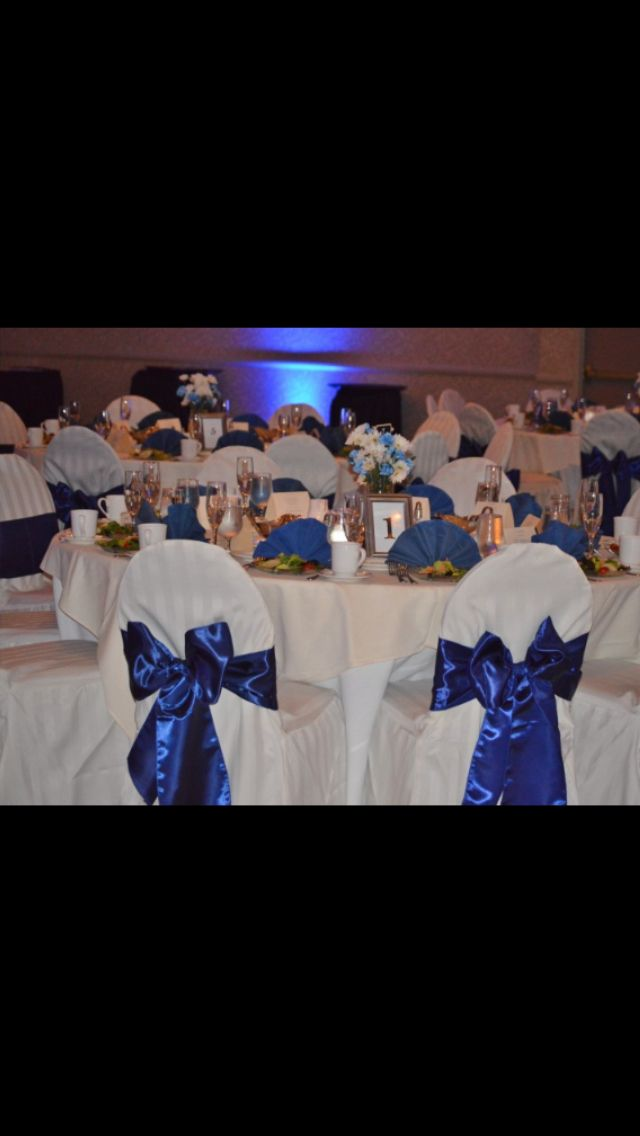 Blue and white wedding tables.