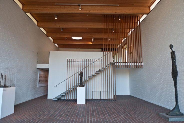 louisiana museum kopenhagen - trapafscheiding, maar zou dat tot tegen het plafond laten komen